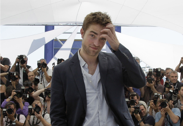 Caption These Pattinson And Stewart In Cannes The War Of Pada Suatu ...